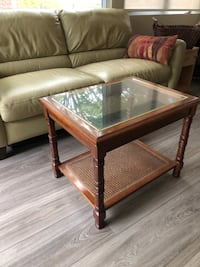 End table.  Glass and wood excellent condition.  $ 2 for delivery.