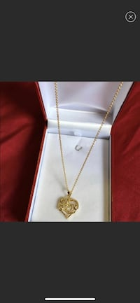 gold chain necklace with heart pendant New York, 11214
