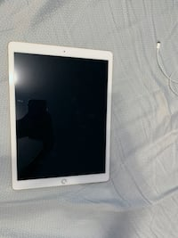 """iPad Pro first gen 12.9"""" 256gb with apple pen and charger Toronto, M9B 4V6"""