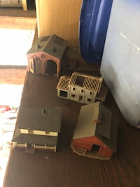 Ho train pieces and some tracks ( about 30-pieces) New York, 11378