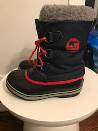 Kids sorel winter boots size 2 Toronto, M4C