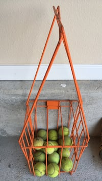 Tennis balls and carrier Mobile, 36693