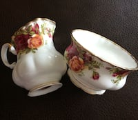 Old Cntry Roses Sugar Bowl & Cream server set Langley, V3A 2E8