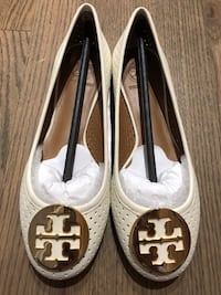 Tory Burch Flats in Ivory Size 7 (NIB) Chicago, 60607