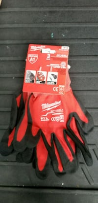 red and black Milwaukee gloves Ruskin, 33570