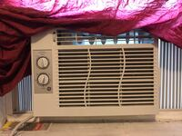 GE Window AC Unit — Like New Hamtramck, 48212