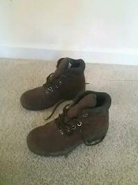 pair of brown leather work boots Arlington, 22041
