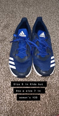 pair of blue-and-black Nike basketball shoes Lubbock, 79407