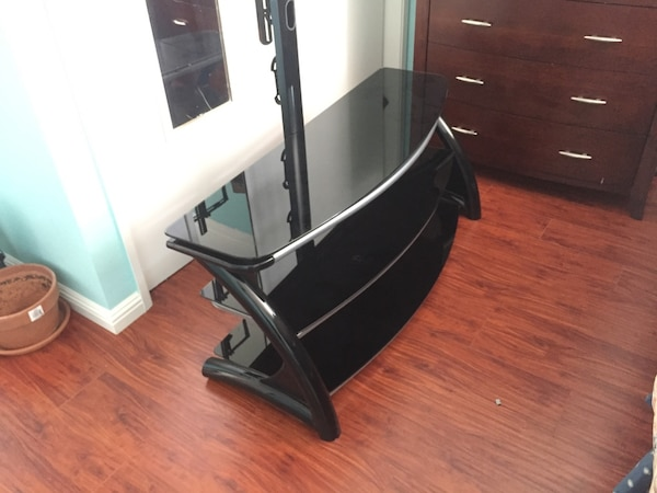 Used Whalen Furniture 3 In 1 Tv Stand For Flat Panel Tvs Up To 56