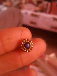 gold ear ring with big blue saphire in centre London, N5Y 4X1