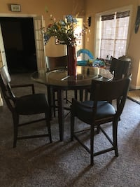 Beautiful wood high top table and chairs  Leesburg, 20175