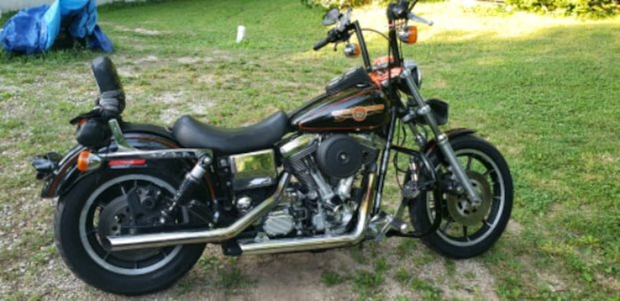 1993 Dyna low Rider. Only thing changed are the Bars.. in great shape! 48fb54b3-10fb-452b-b870-baec84d64382