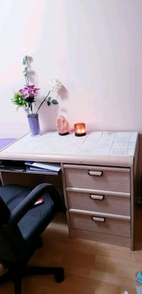 desk : three drawers and slide out compartment Mississauga, L5C 3W1