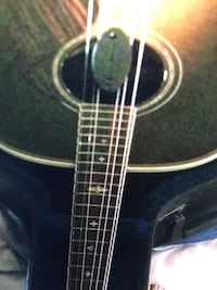 Black and brown acoustic guitar St Catharines, L2M 4W1