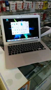 Apple Macbook Air Intel core i5 4gb ram 256 ssd