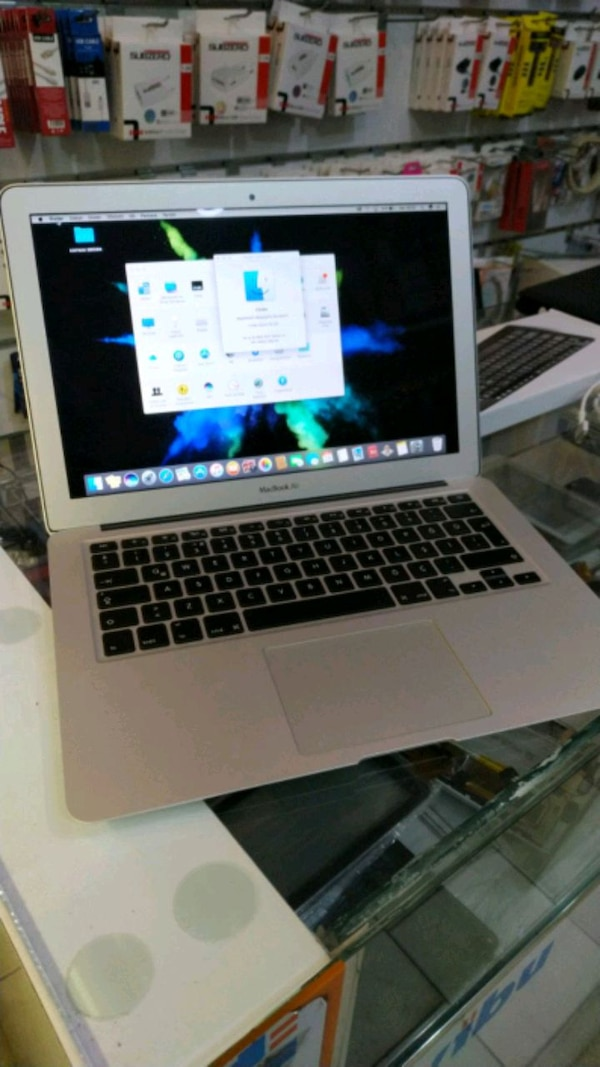 Apple Macbook Air Intel core i5 4gb ram 256 ssd a6b11e26-cc5d-47ee-bc2f-55b418c123de