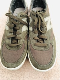 new balance crt300 men's sneaker size 7  new condition (pick up only)