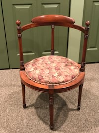 Antique armchair curved back  Camillus, 13031