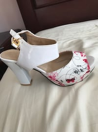 pair of white-and-red leather pumps Burnaby, V5A