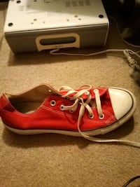 Red Converse mens size7 womens size9 Lubbock, 79413