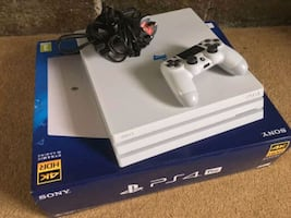 PlayStation 4pro five games and two controller