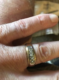Men's wedding ring 5 diamonds gold 35 years old price is somewhat negotiable