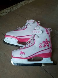 Ice skates for Girls. Size 4 Laval, H7W