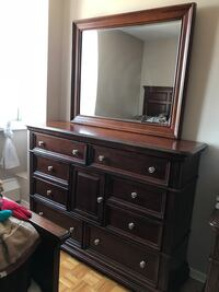 3 piece bedroom set: Queen size bed, dresser, and night stand. 8/10 condition Toronto, M2M 3W2