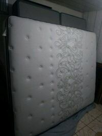 white and gray floral mattress Bakersfield, 93306