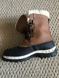 NEW IN THE BOX BEARPAW WINTER BOOTS YOUTH SIZE 4 Newmanstown, 17073