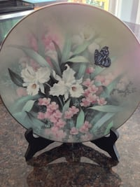 white and purple floral ceramic plate Hamilton, L9H 0B2
