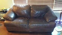 leather couch+ love seat Kelowna, V1V 2W6