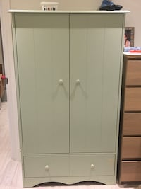 Dresser and closet, good condition-Must Sale! Dollard-des-Ormeaux, H9A 2R4