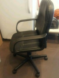 black leather padded rolling armchair Toronto, M2J 1L9
