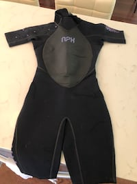 Women's wet suit NEVER USED. Miami, 33133