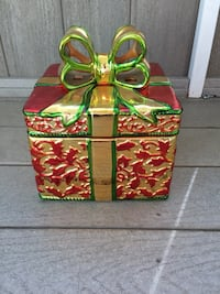 red, brown, and green gift box Lake Elsinore, 92530