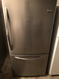 STAINLESS STEEL FRIDGE BOTTOM FREEZER FRIGIDAIRE