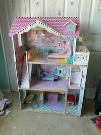 girl's pink, purple, and brown doll house Bristow, 20136