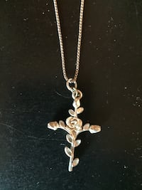 Beautiful cross and rose necklace  Union Gap, 98903