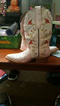 pair of white leather cowboy boots New Castle, 47362