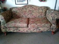 brown and pink floral fabric loveseat Midland, 79701