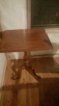 antique wood side table Chatham-Kent, N8A 3S8