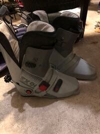 Solomon Women's Size 6-7 Ski Boot WOODBRIDGE
