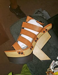brown and white leather open toe wedges