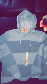 BRAND NEW (TAGS STILL ATTACHED) PULLOVER HOODED SWEATER Easton