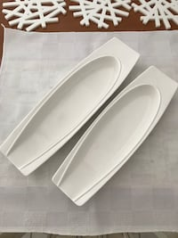 Serving plates. 12 and 13 inches in length. New Montréal, H1J