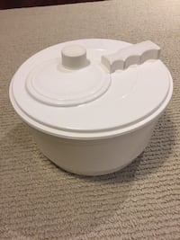 Salad spinner  Ajax, L1T 0A9
