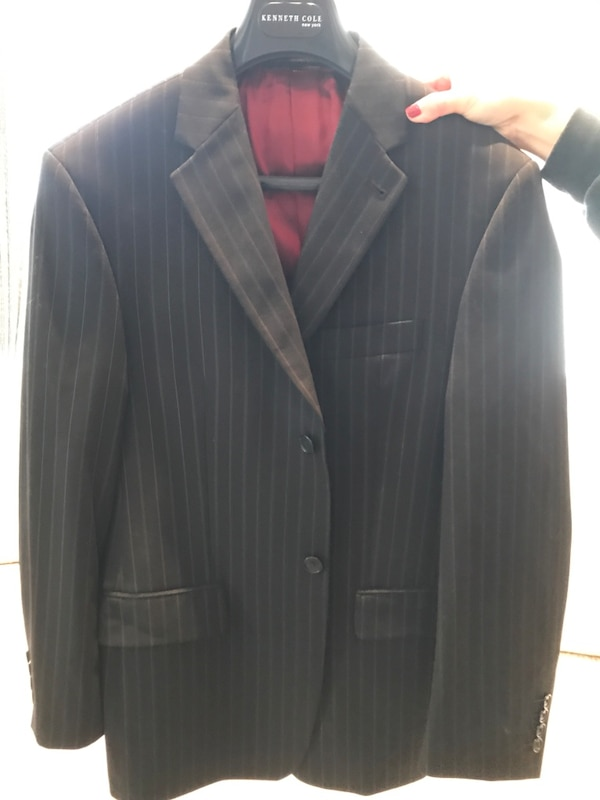 Full Kenneth Cole suit. Size 38S. Excellent condition, only worn once