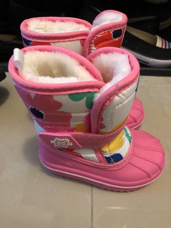 Toddler winter boots and mittens a93efa0f-ae4b-42bb-94e2-900460438f87