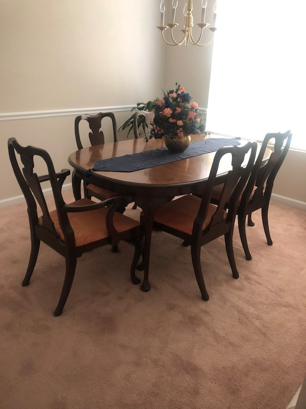 1978 Mahogany Dining Room Table